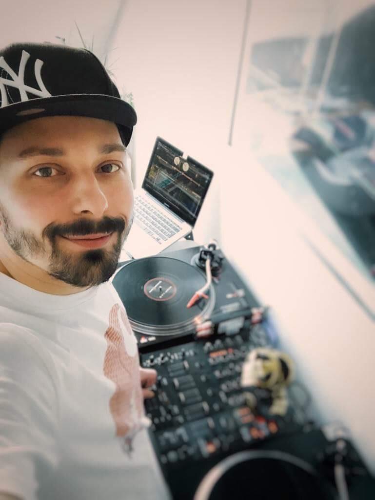 DJ MG on the Desks
